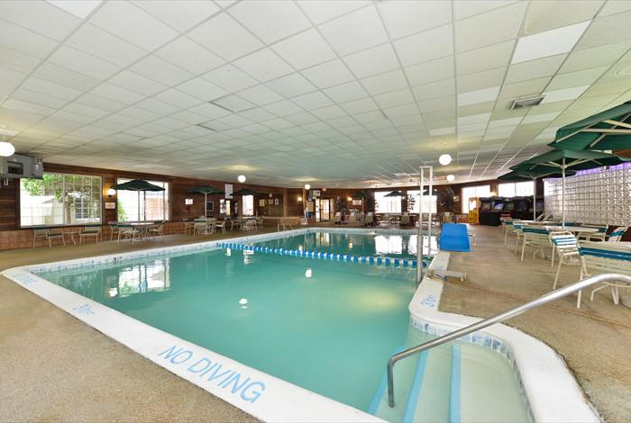 Detroit hotel amenities indoor pool restaurant more best poolarea4 freerunsca Choice Image